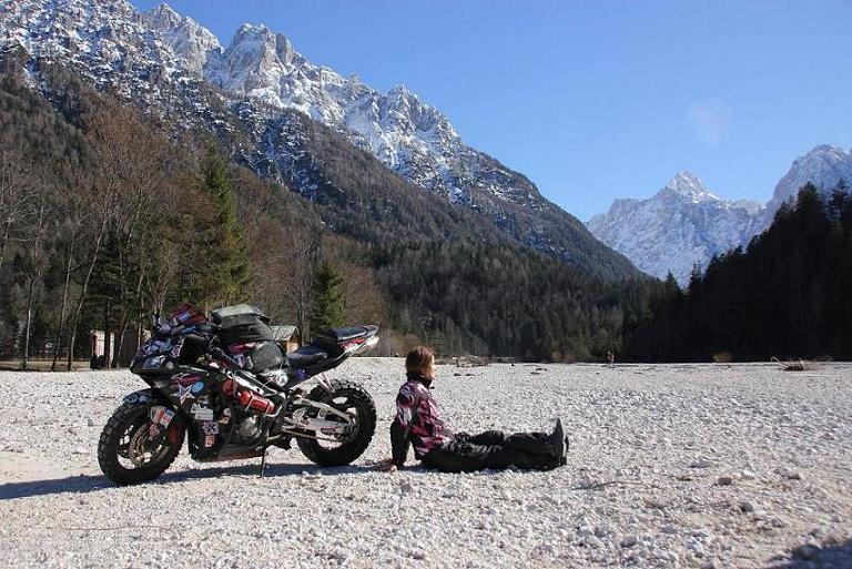gira il mondo in moto