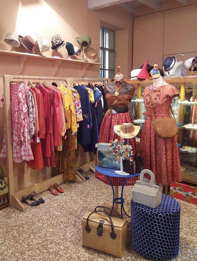 cheaper e3ad3 339a0 Negozi vintage a Milano: vestirsi trendy e spendere poco ...
