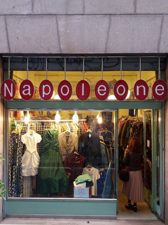 Negozi vintage a milano vestirsi trendy e spendere poco for Negozi arredamento vintage milano