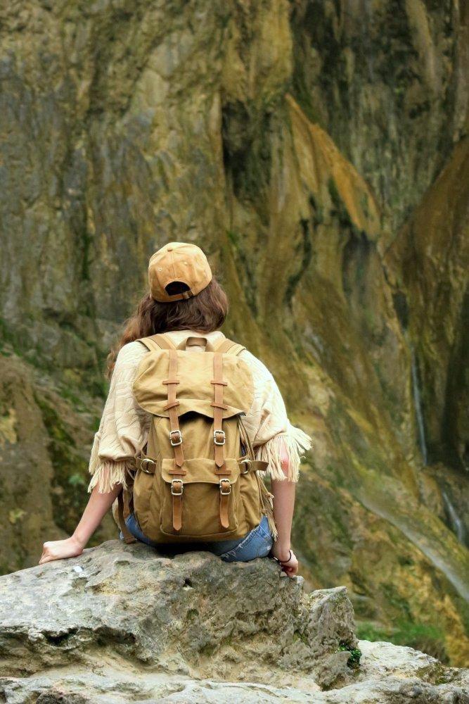 zaino in spalla consigli per viaggiare leggere
